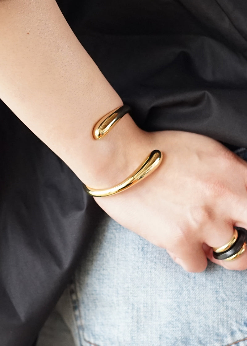 ソコ[Twisted Dash Cuff Bracelet]バングル