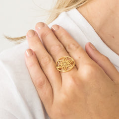 Daffodil Medallion Ring