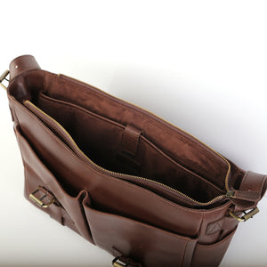 Labrador Messenger Bag in Chestnut - Wiesnwitz