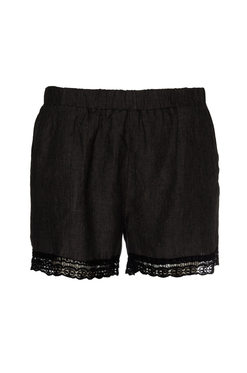 The Linen Capri Shorts in black.