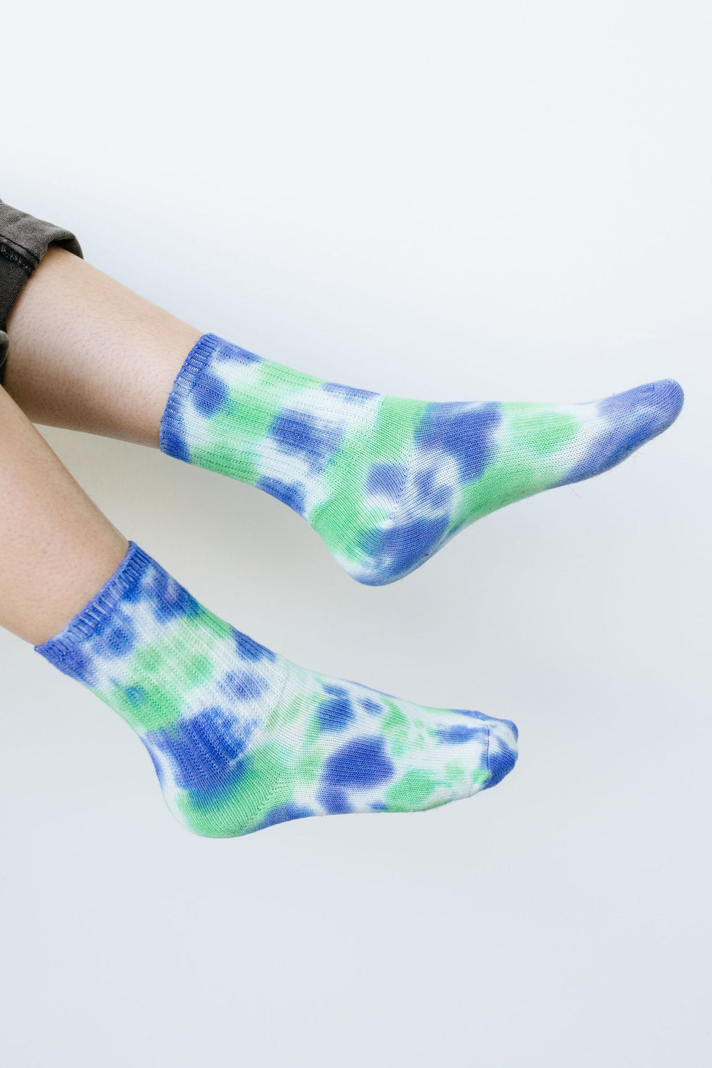 Happy Feet Tie Dye Socks In Blue & Green - Amaranth Collection