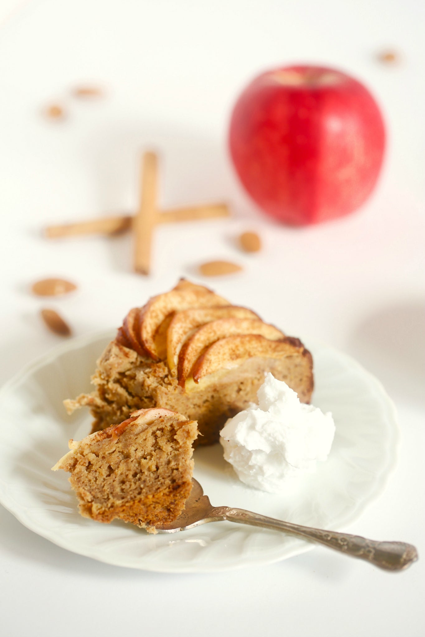 Simply delicious CLASSIC APPLE CAKE with cinnamon - #vegan #glutenfree #cake #dessert #healthy #recipe #plantbased #wholefoods #nutrition #begoodorganics