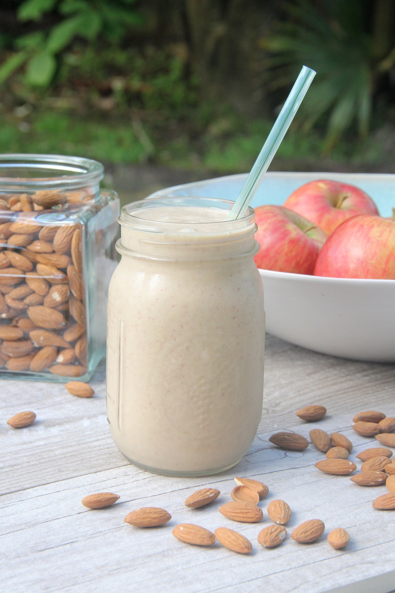 8-Ingredient Apple Pie Smoothie #healthy #vegan #smoothie #apple #recipe #dairyfree #sugarfree #glutenfree #begoodorganics