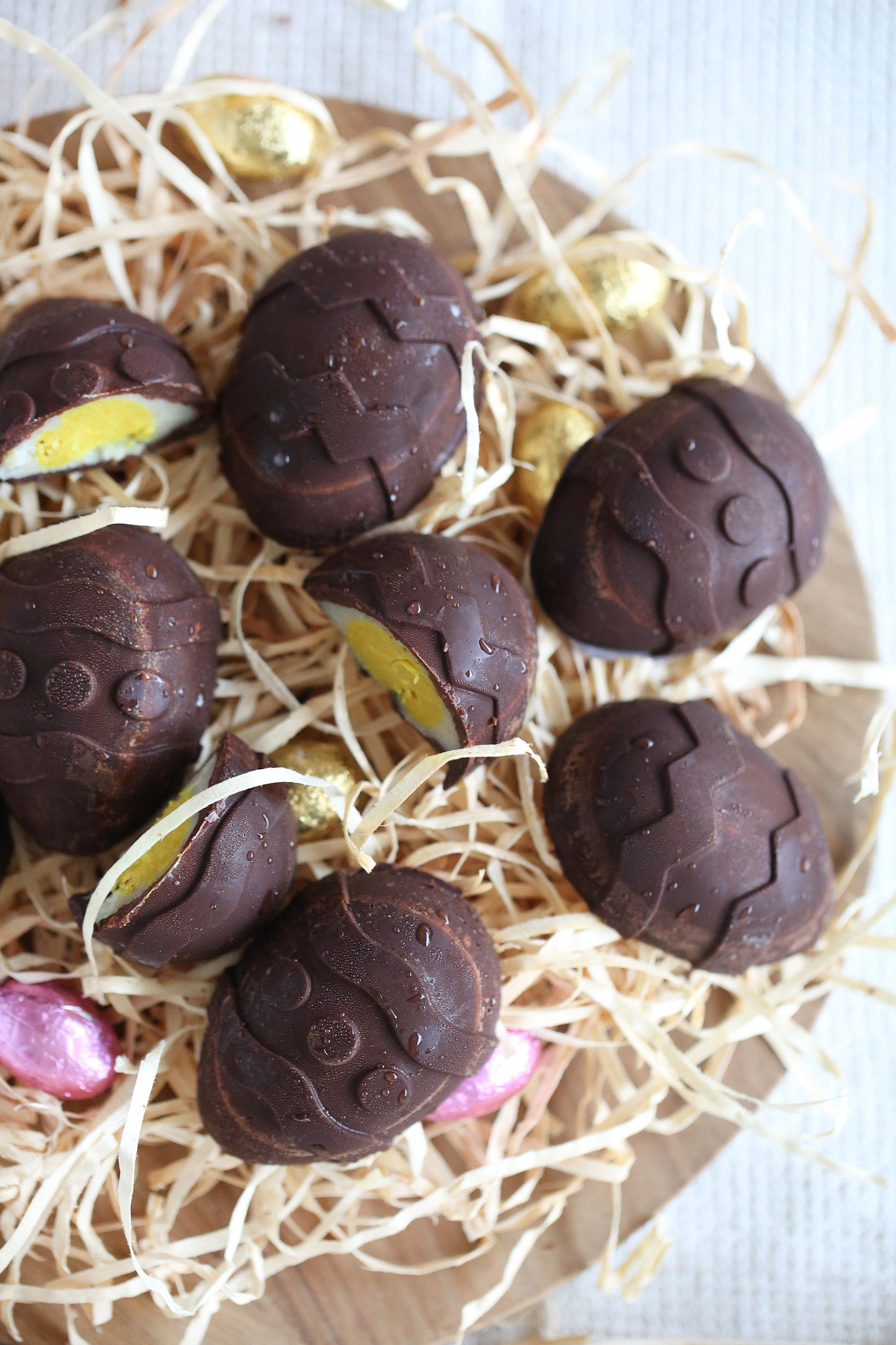 A healthy vegan version of your favourite Easter egg – with no dairy, refined sugar, or unrecognisable numbers. Super fun to make and eat!