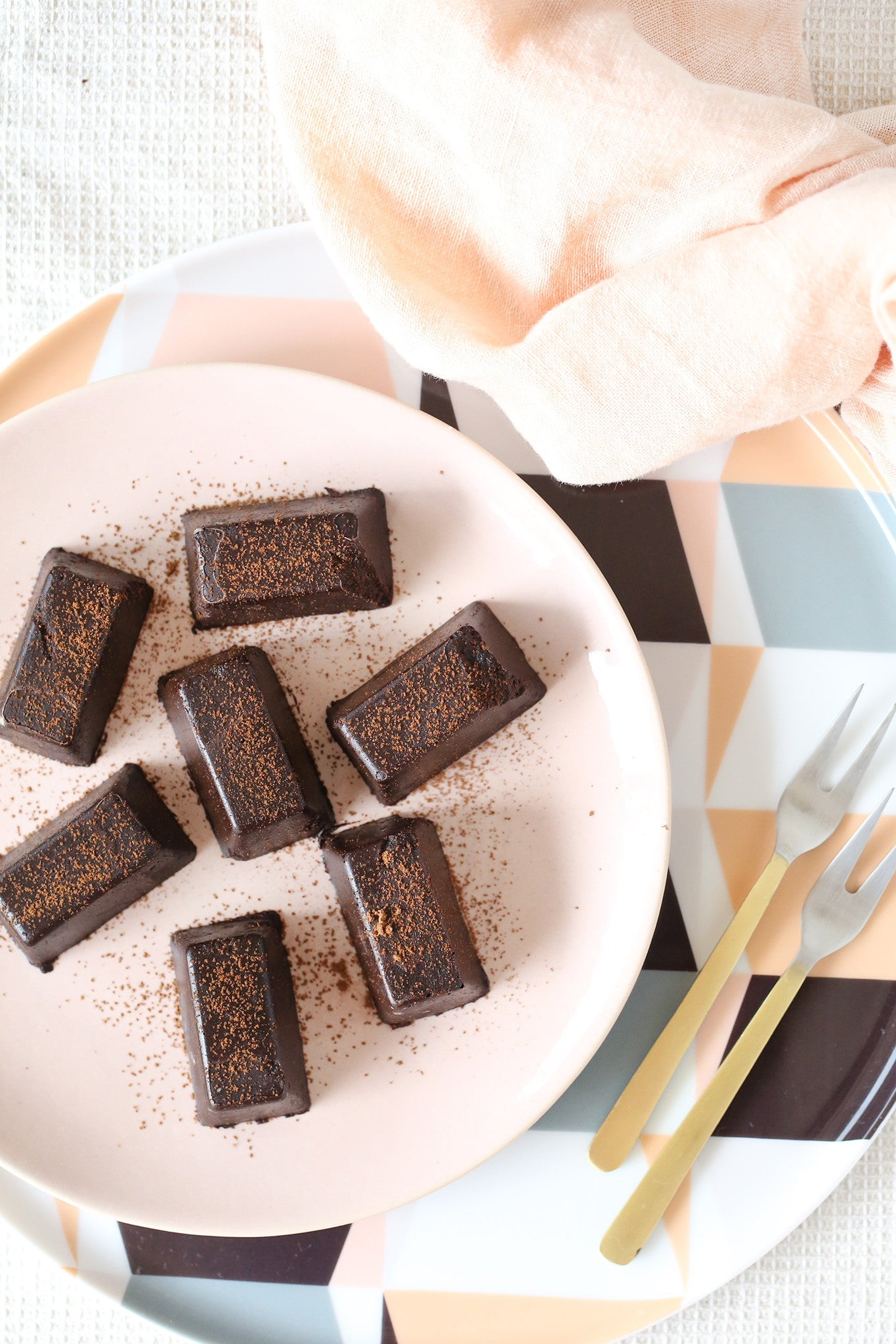 These chocolatey little nuggets will blow you away with how good they taste, despite only taking 5 minutes to make. Dairy, refined sugar and caffeine free!