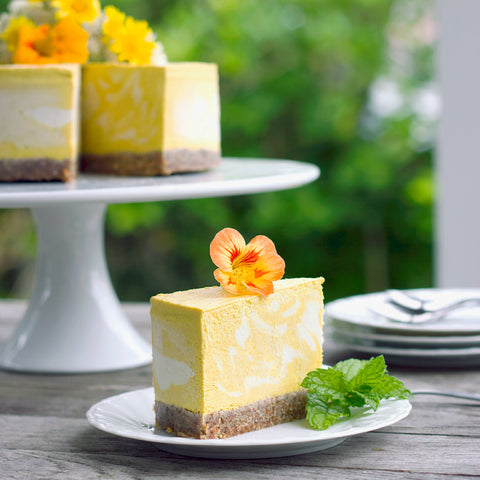 30-minute deliciously creamy Mango and Turmeric Cheesecake #healthy #vegan #mango #cheesecake #recipe #dairyfree #sugarfree #glutenfree #begoodorganics