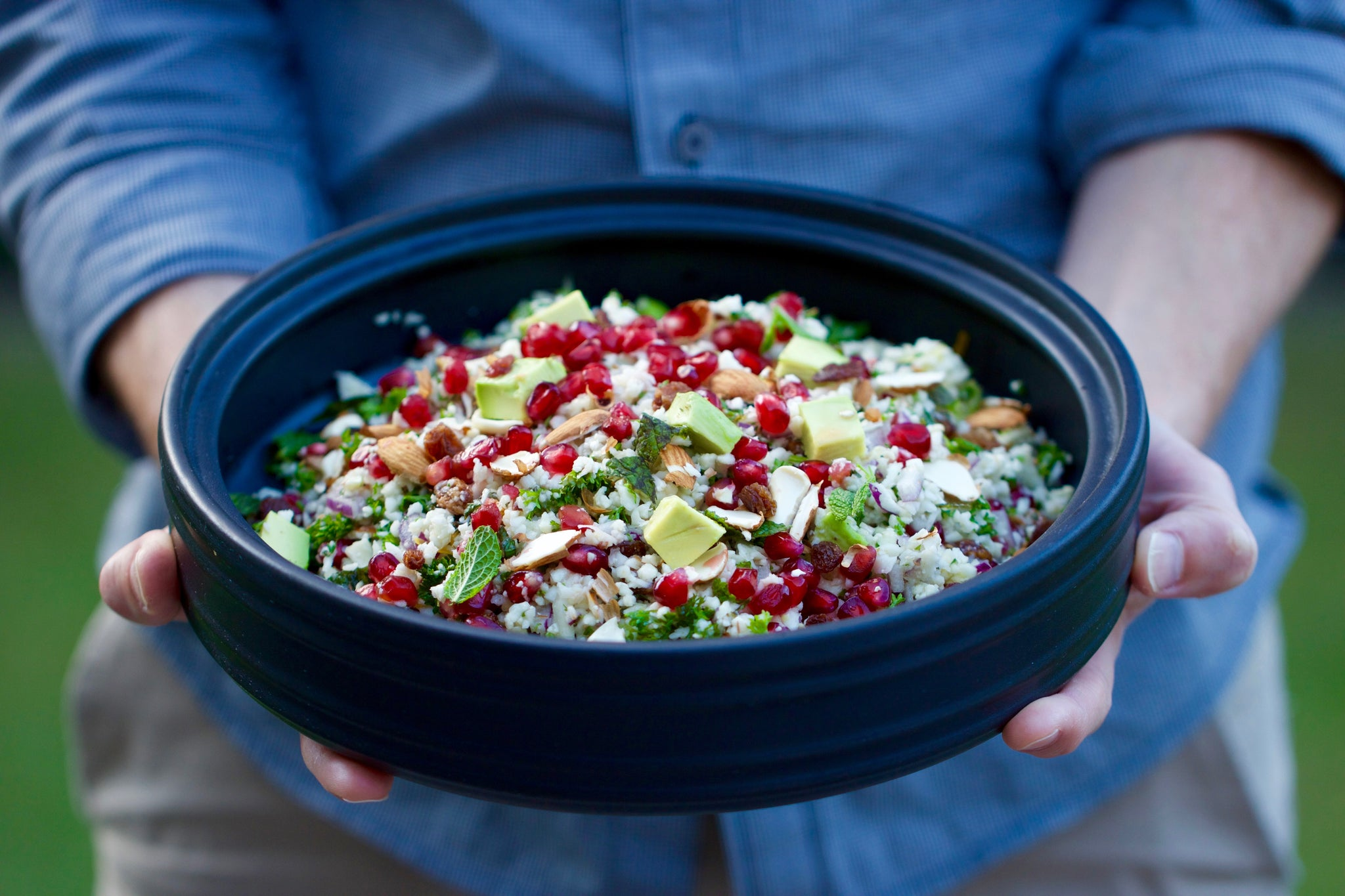 Summery fresh 15 minute Pomegranate Cauliflower Couscous Salad - #vegan #vegetarian #dairyfree #raw #healthy #recipe #plantbased #pomegranate #cauliflower #moroccan #begoodorganics