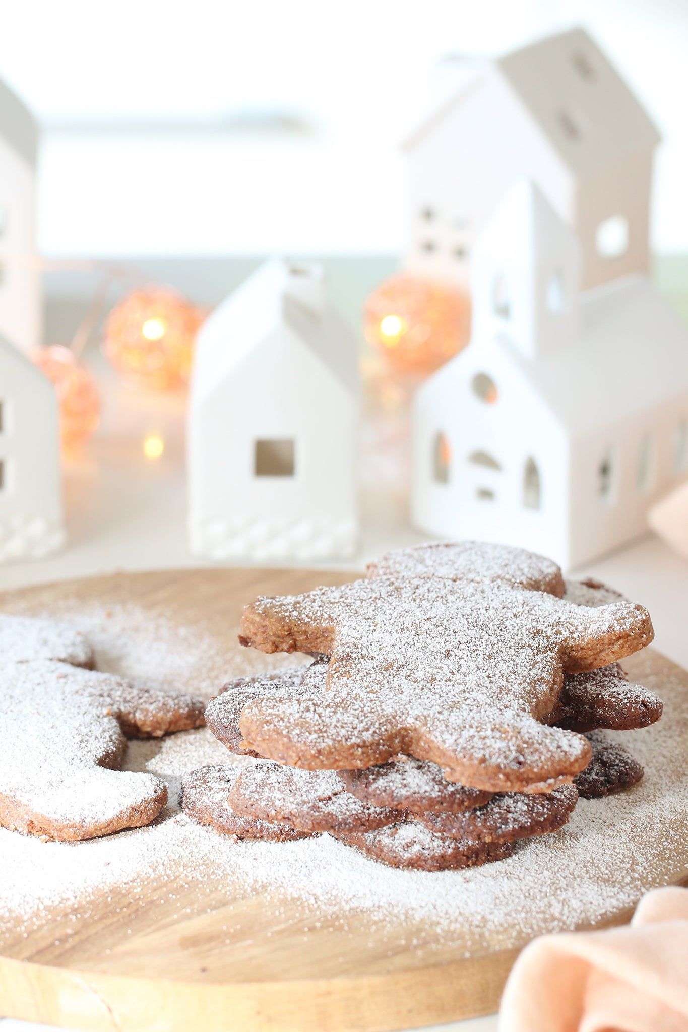 Healthy vegan gingerbread men did you say? These are for you (or your homemade gifts)! Think buttery crumbly shortbread, spiced with Mr Claus's favourites, made extra spesh thanks to a few secret additions. Vegan, dairy free, low sugar + no refined sugar.