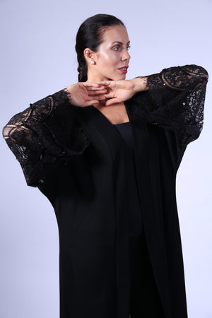 BLACK ABAYA W/DANTEL ON BOTTOM ON BOTTOM & SLEEVES W/SCATTERED BEADS