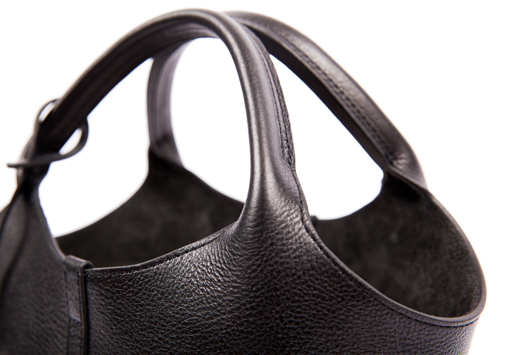 Top Leather Strap of The One-Piece Bag Black