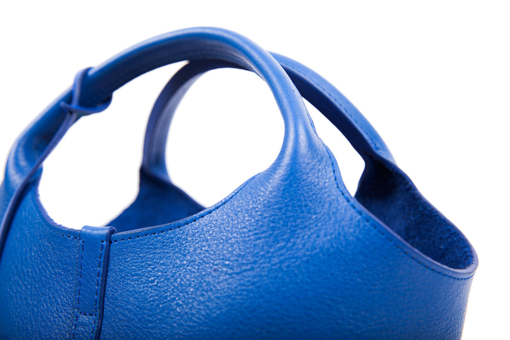 Top Leather Handle of The One-Piece Bag Electric Blue