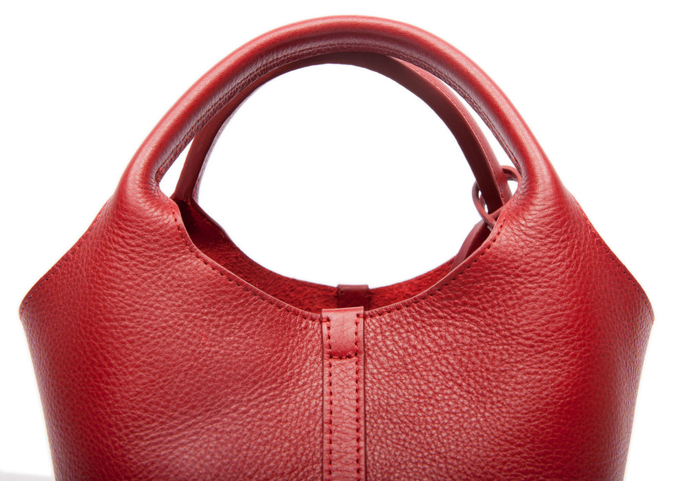 Top Leather Handle of The One-Piece Bag Red