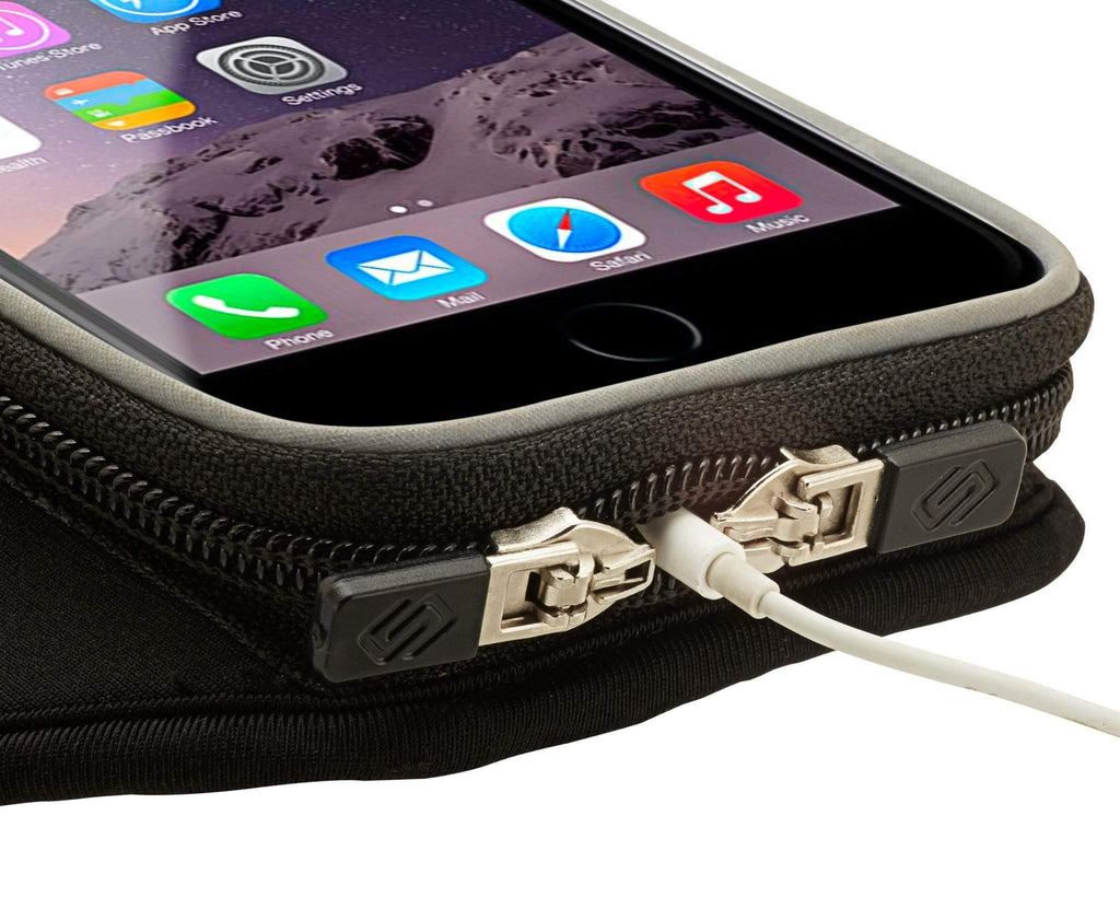 Sporteer Armband case for iPhone with opening for earbud cord