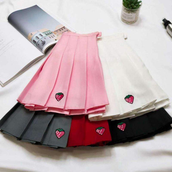 Pleated Skirt with Strawberry-Mochipan