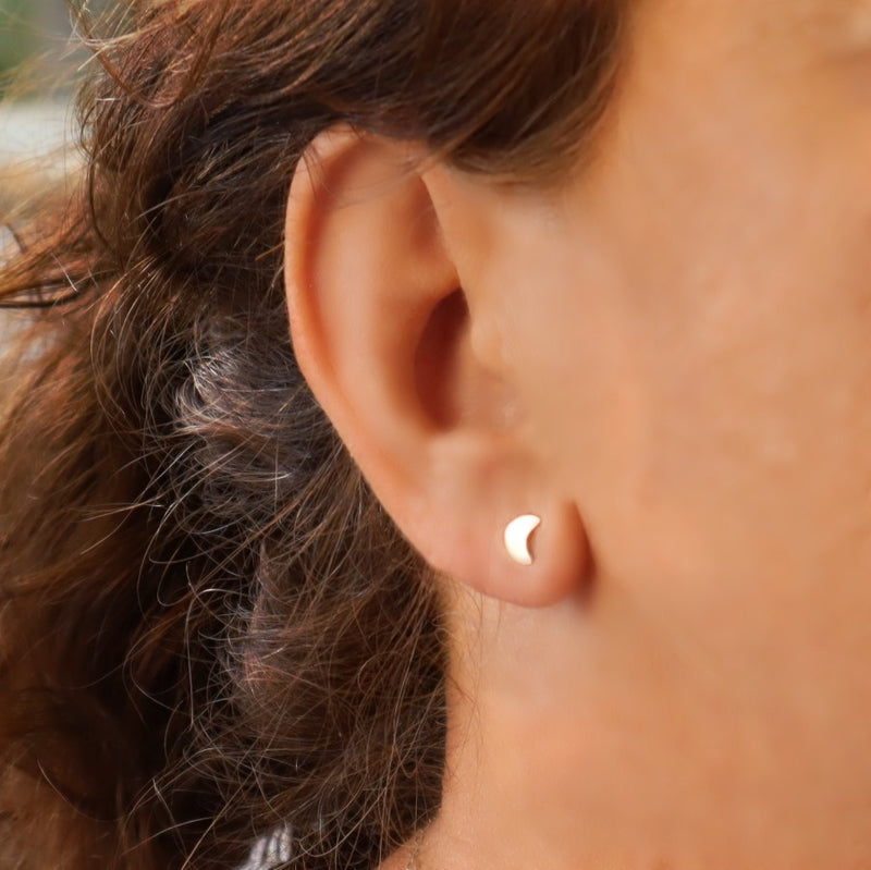model wearing single crescent moon stud earring in gold
