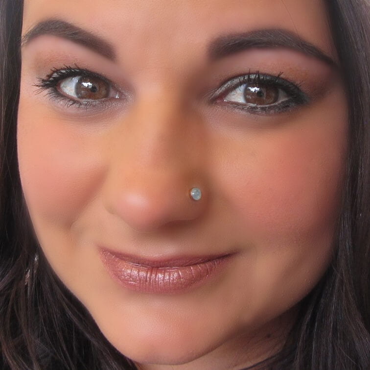 model wearing gold peridot nose stud