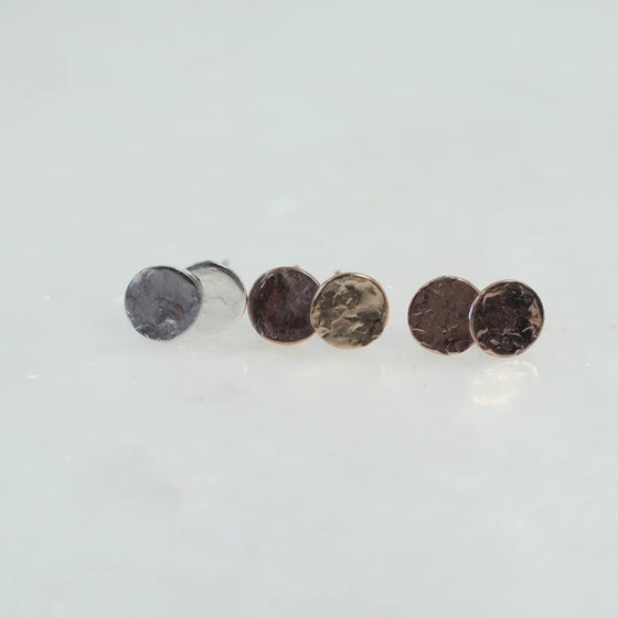 stud earrings hammered dots silver, gold and pink gold