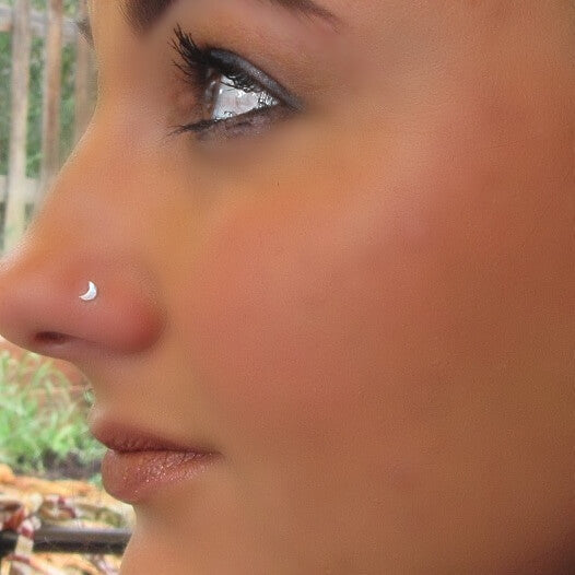 silver crescent moon nose stud
