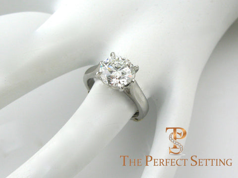 2.5 ct Round Brilliant Diamond Engagement Ring in Platinum