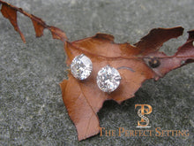 "Load image into Gallery viewer, 3 ctw diamond studs ""hearts and arrows"" martini setting leaf"