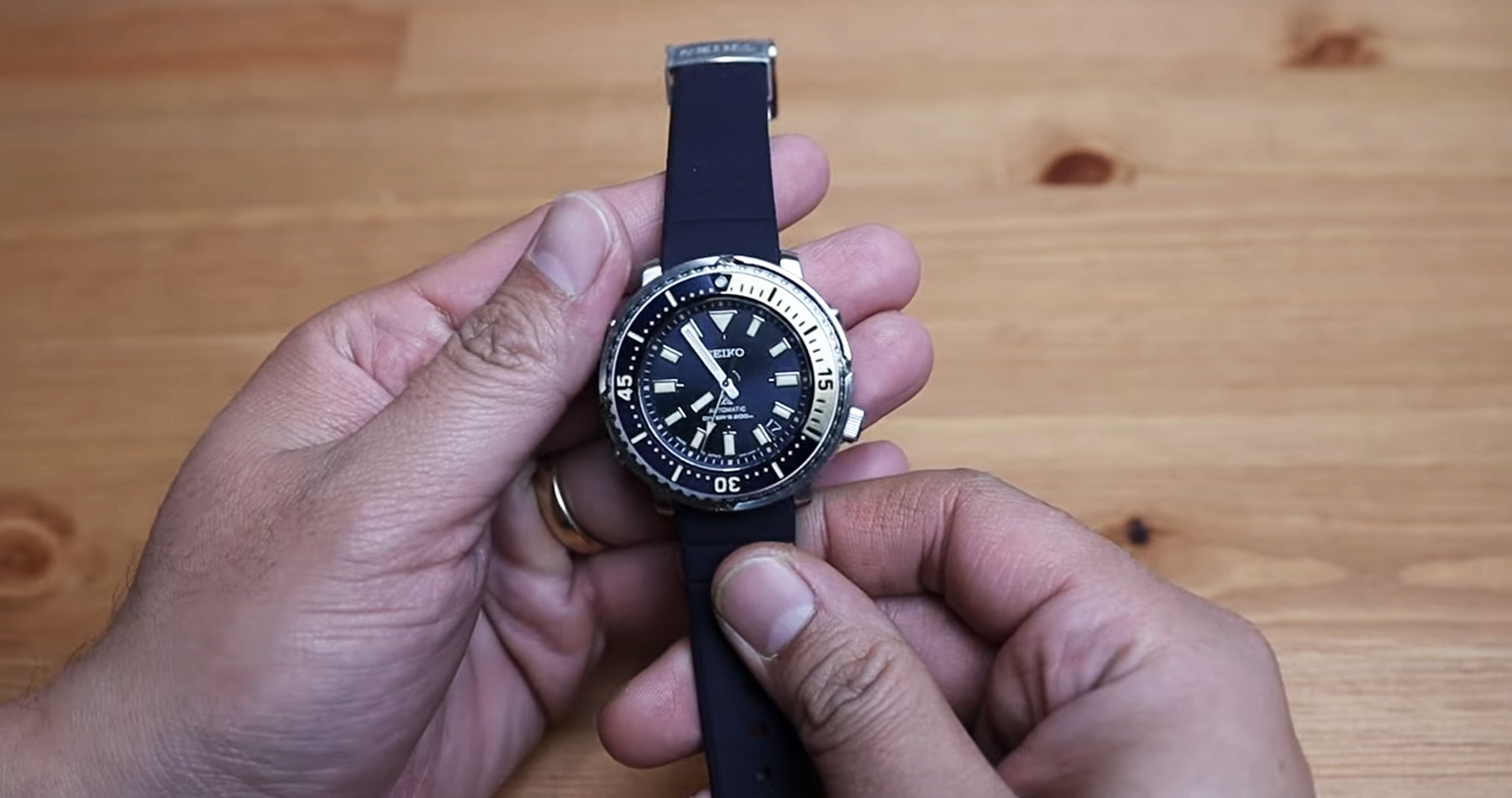 Unboxing Seiko Prospex Street Series Baby Tuna SBDY073 Diver Watch with Leo (Mandarin Ver.)
