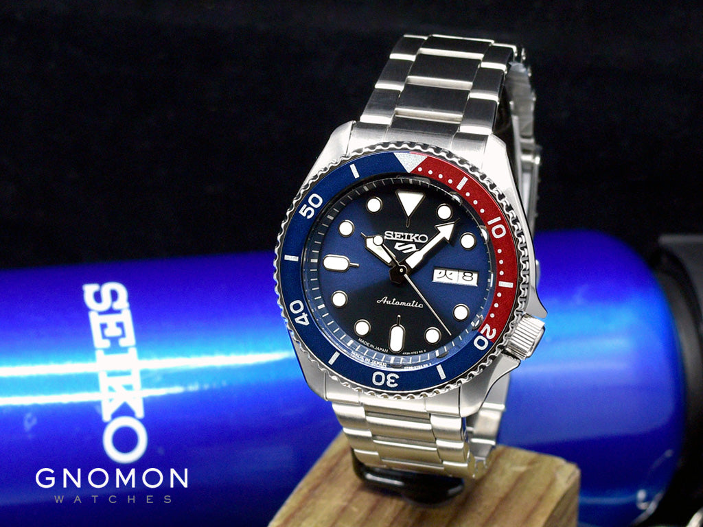 """Seiko 5 Sports """"Sports Style"""" Blue/Red"""