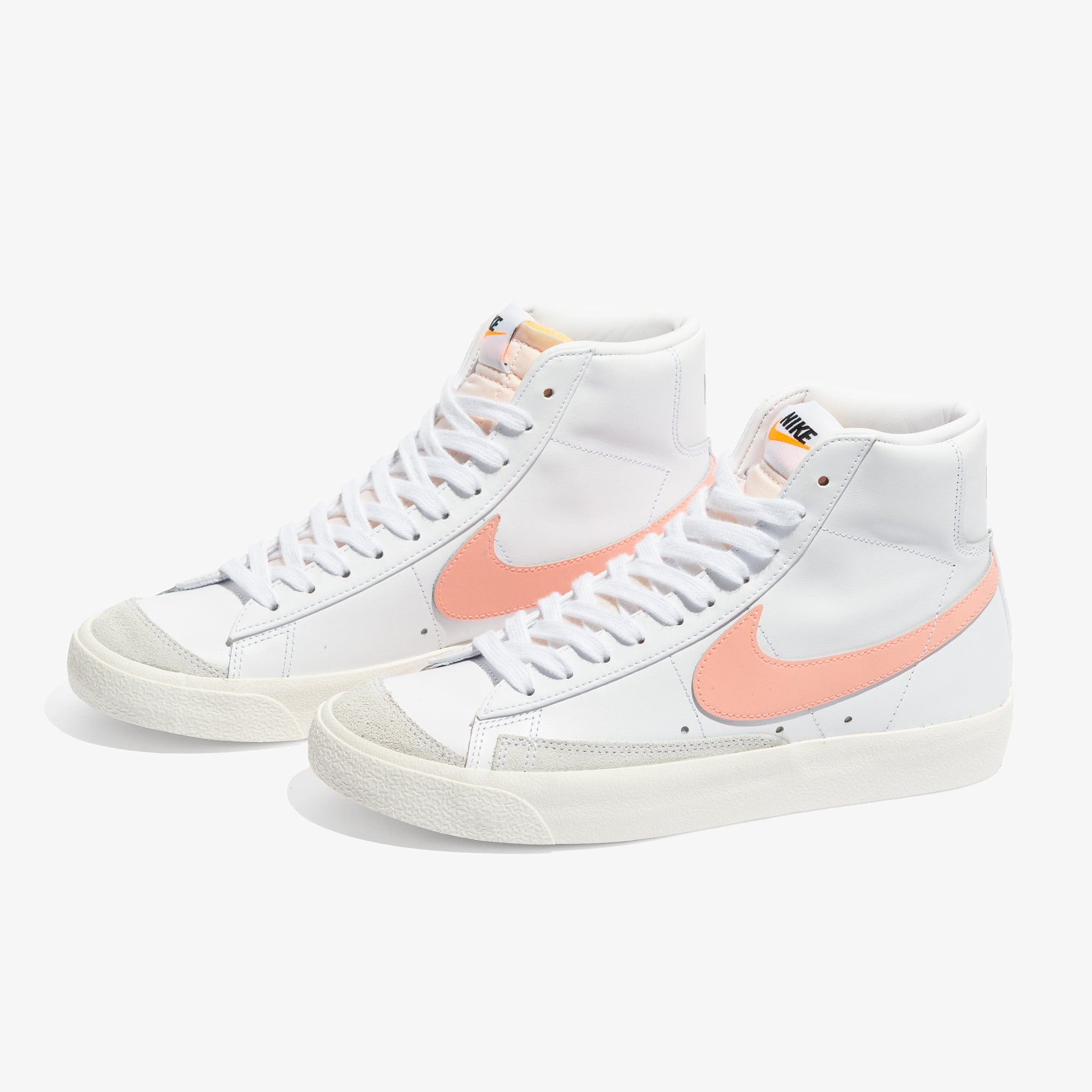 Women's Blazer Mid '77 (White/Atomic Pink)