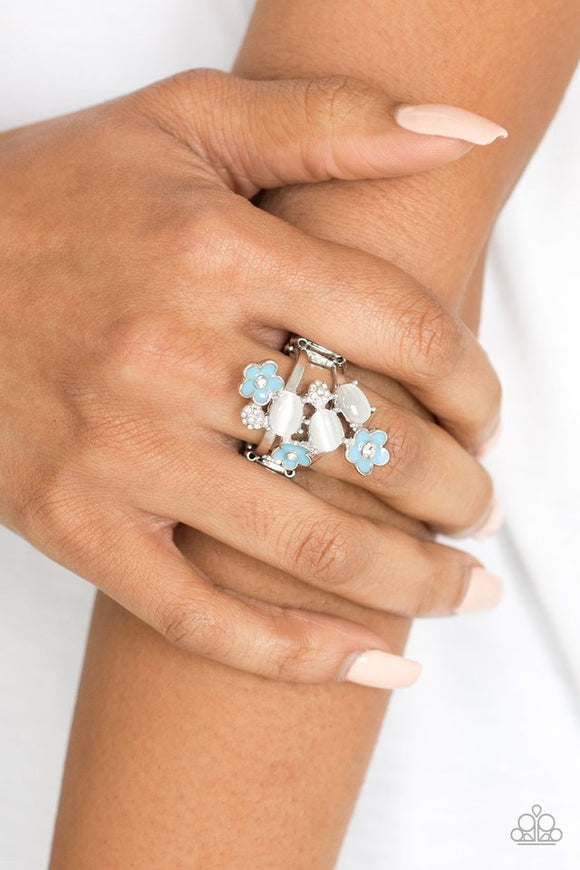 daisy-delight-blue-ring-paparazzi-accessories