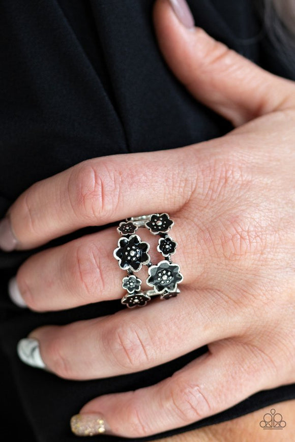 floral-crowns-black-ring-paparazzi-accessories
