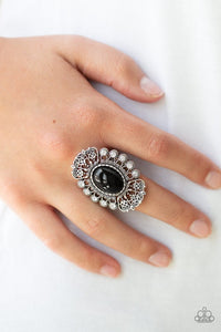 radiantly-regal-black-ring-paparazzi-accessories