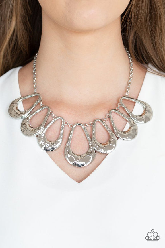teardrop-envy-silver-necklace-paparazzi-accessories