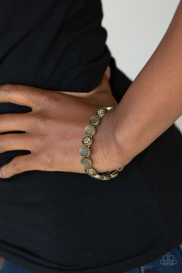 dainty-queen-brass-bracelet-paparazzi-accessories