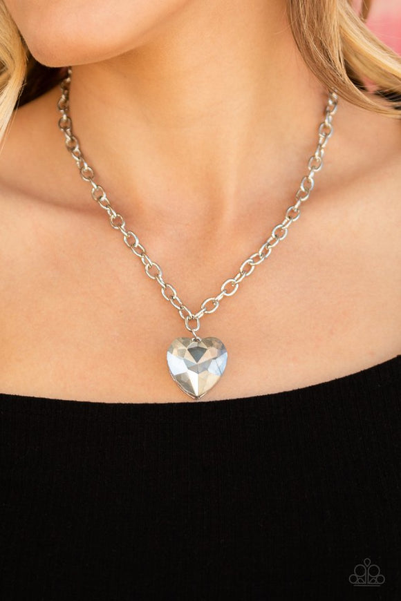 flirtatiously-flashy-silver-necklace-paparazzi-accessories