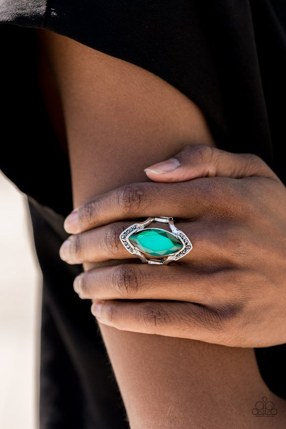 leading-luster-green-ring-paparazzi-accessories