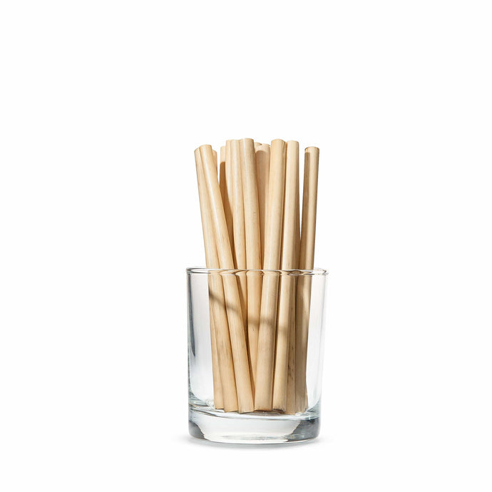 Short cane straws in the glass