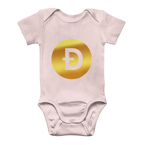 👕 Dogecoin Logo Crypto Merch Classic Baby Onesie Bodysuit - Best Bitcoin Shirt Shop für Deutschland, Österreich, Schweiz. Top Qualität, 3-5 Tage geliefert und Krypto, Paypal Zahlung