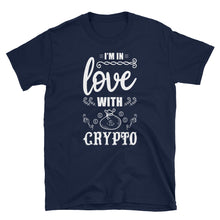 Laden Sie das Bild in den Galerie-Viewer, 👕 I'm in Love with Crypto - Kurzarm-Unisex-T-Shirt - Best Bitcoin Shirt Shop für Deutschland, Österreich, Schweiz. Top Qualität, 3-5 Tage geliefert und Krypto, Paypal Zahlung