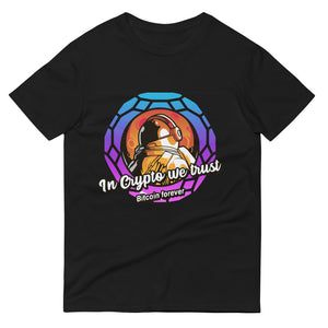 👕 In Crypto we trust Kurzärmeliges Astronaut T-shirt - Best Bitcoin Shirt Shop für Deutschland, Österreich, Schweiz. Top Qualität, 3-5 Tage geliefert und Krypto, Paypal Zahlung