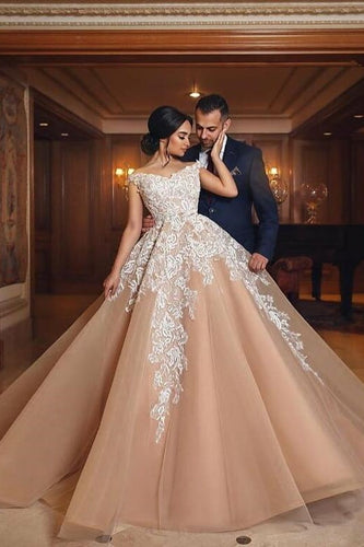 Off-The-Shoulder V-Neck Organza Ball Gown Wedding Dress With Lace Applique