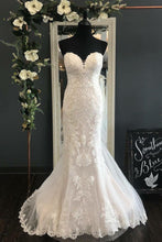 Applique Lace Sweetheart Sleeveless Long Mermaid Wedding Dress with Court Train
