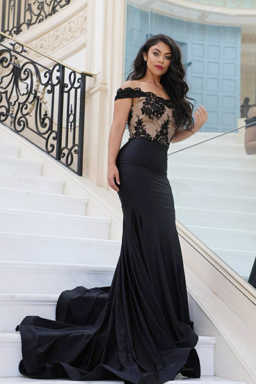 109118b2a4a7 Black Off-The-Shoulder Court Train Mermaid Prom Dress With Lace Applique
