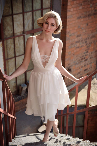 Elegant Lace Layers Illusion Plunging Neck Sleeveless Short Solid Chiffon Wedding Dress