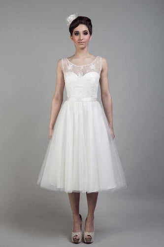 Elegant Lace Illusion Scoop Neck Sleeveless Tea-Length Solid Tulle Wedding Dress