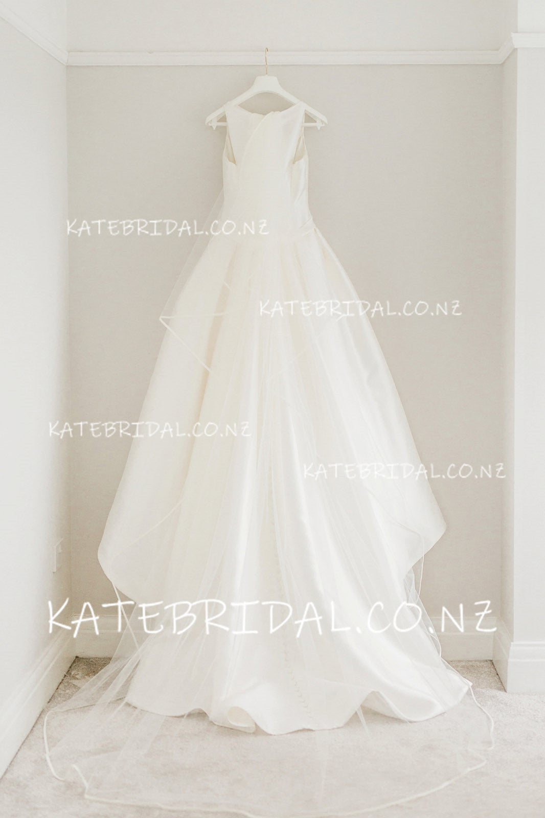 Cute Bow knot Bateau Neck Sleeveless Long A-Line Satin Bridal Dress With Sweep Train