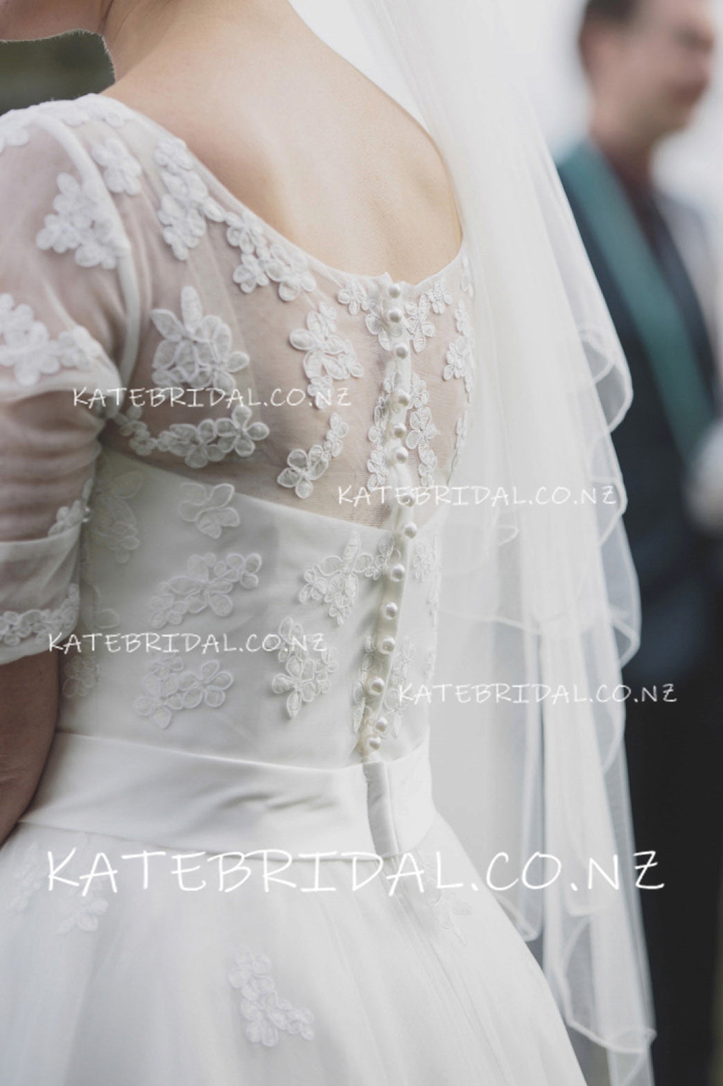 Elegant Lace Applique Jewel Neck 1/2 Sleeves Ankle-Length Tulle Wedding Dress