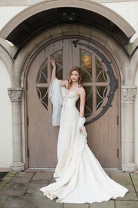 Applique Sweetheart Sleeveless Zipper-Up Long Solid Wedding Dress with Court Train