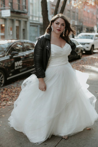 Elegant Sweetheart Sleeveless Plus Size Long Solid Ruched Tulle Wedding Dress