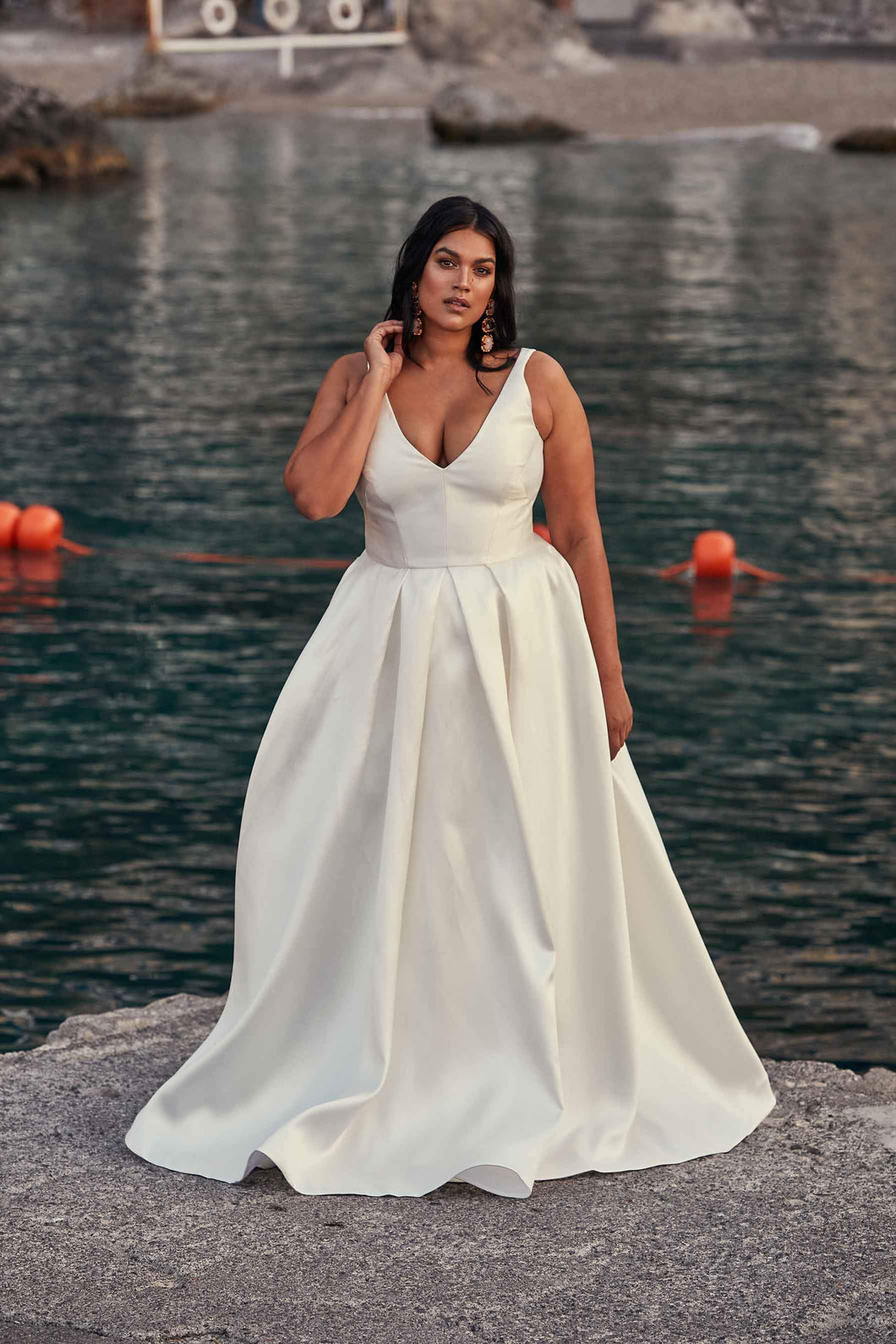 Vintage V-Neck Sleeveless Plus Size Long Solid Satin Wedding Dress with Sweep Train
