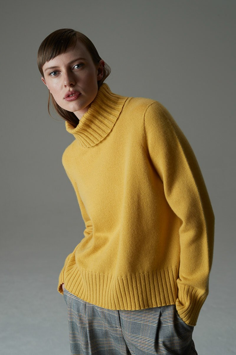 Private Collection Ltd Womens Tops Standard Issue | Cashmere Cropped Sweater - Peppercorn
