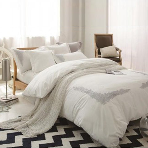 Embroidered lace duvet set (White)